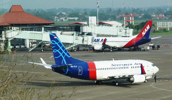 Indonesian Flight SJY182 Jakarta-Pontianak Missing 4 ...